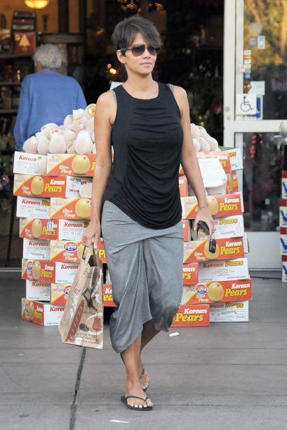 Hace algunos días encontramos a la actriz haciendo las compras, son las...