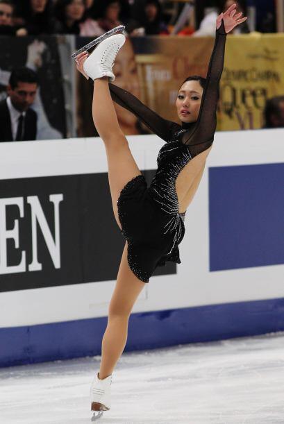 La estrella de la competición; la hermosa japonesa Miki Ando durante su...