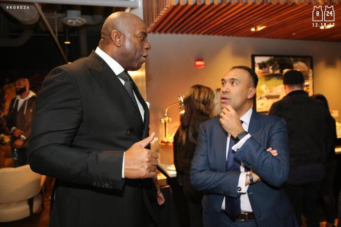@MagicJohnson y el Comisionado Adjunto Mark Tatum en la recepción #Ko8e24.