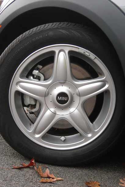Los rines tampoco cambian pero si se incluyeron unos neumáticos tipo run...