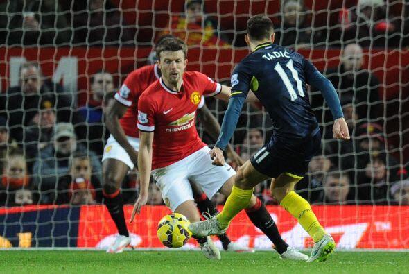 La defensa de Manchester United sufrió de más con la dinámica y velocida...