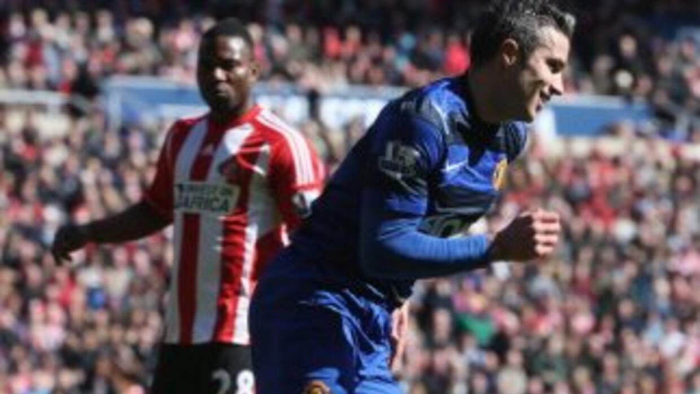 Van Persie se reencontró con el gol y Manchester United sumó otro triunfo.
