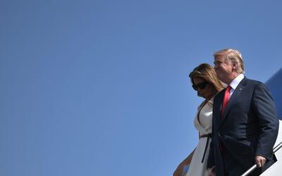 El presidente Donald Trump y su esposa Melania a su llegada a Hawaii, la...