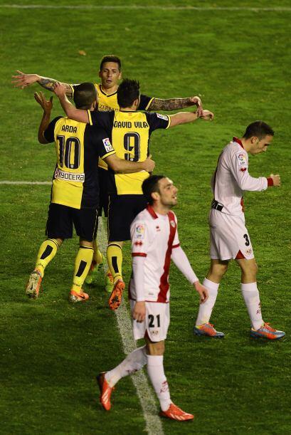 El portero belga del Atlético, Thibaut Courtois, detuvo un penal a Jonat...