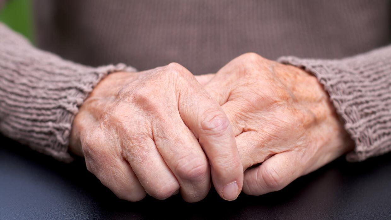El mal de Parkinson causa que el cerebro no transmita correctamente las...