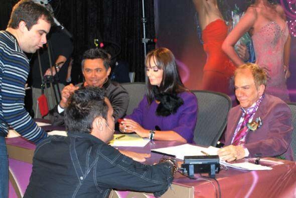 En Houston, al lado de Lupita y Osmel, llegó Raúl Brindis, como parte de...