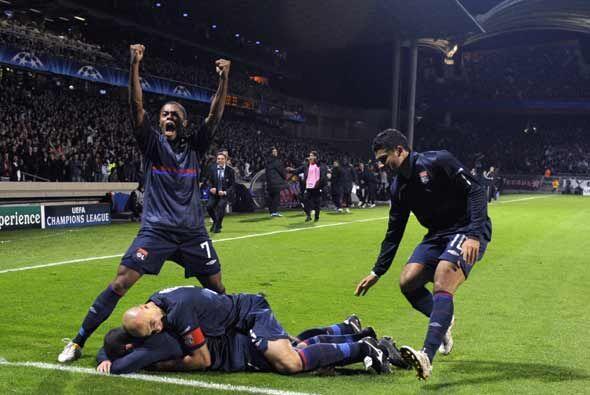 En el último minuto el argentino Lisandro empató el partido y el Lyon si...