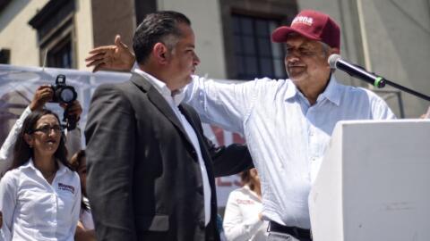 El exfiscal Santiago Nieto junto al candidato López Obrador duran...