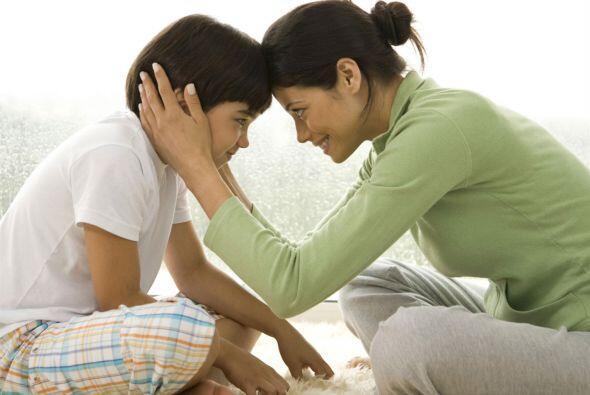 Hazle mimos. Tus abrazos y caricias lo ayudarán a sentirse mejor,...