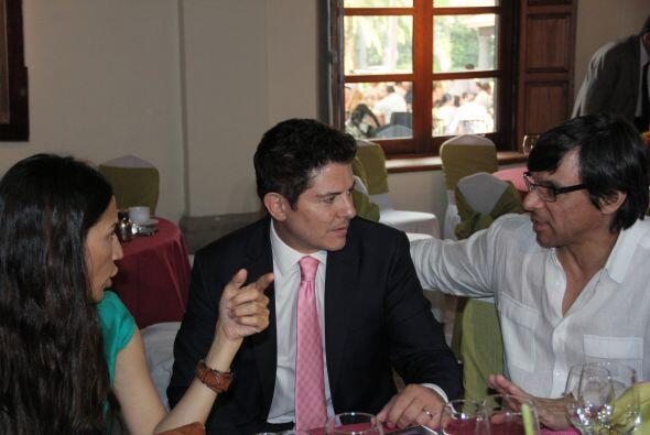 Ernesto Laguardia fue uno de los invitados que no paró de socializar con...