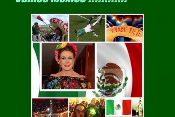 """Laura Zapata también apoyó a su equipo desde Twitter. """"México en octavos..."""