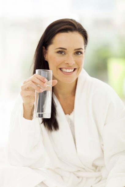 Este líquido vital acelera la digestión y ayuda a quemar c...