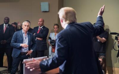 Jorge Ramos durante la rueda de prensa en la que confrontó a Dona...