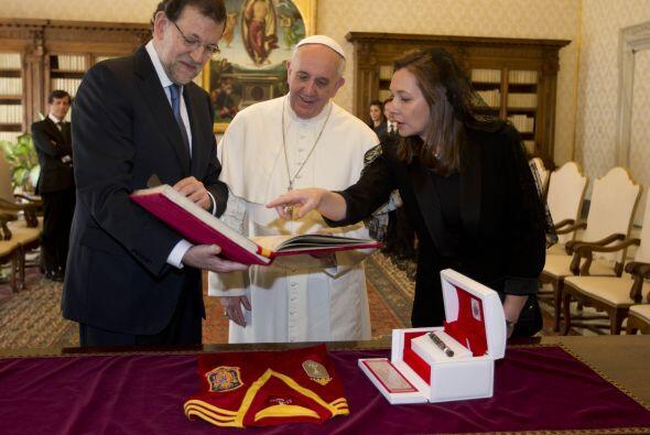 También recibió la visita del presidente del Gobierno español, Mariano R...