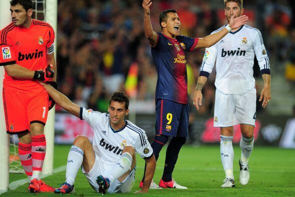 Pero el Barcelona no se conformaba con esa mínima ventaja y seguía ataca...