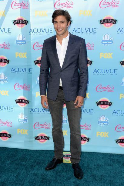 La elegancia también estuvo presente en los Teen Choice Awards y  Alexan...