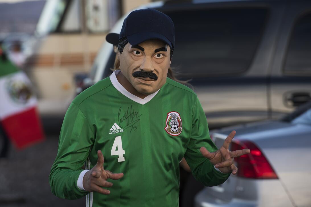 La fiesta de los mexicanos en el partido contra Islandia 20170208_2134.jpg