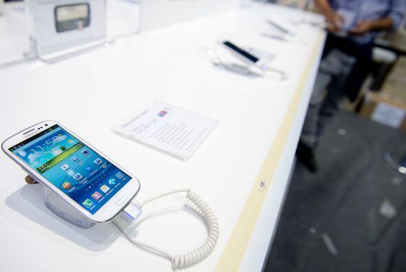 Samsung Galaxy Slll:  es un teléfono inteligente de alta gama fabricado...