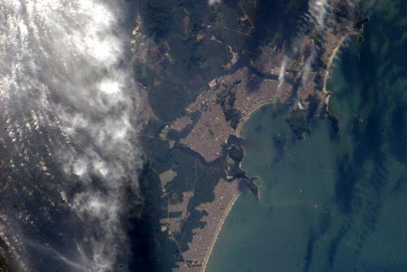 Un buen día para ir a la playa de Santos, Brasil. Fotos: @astro_reid