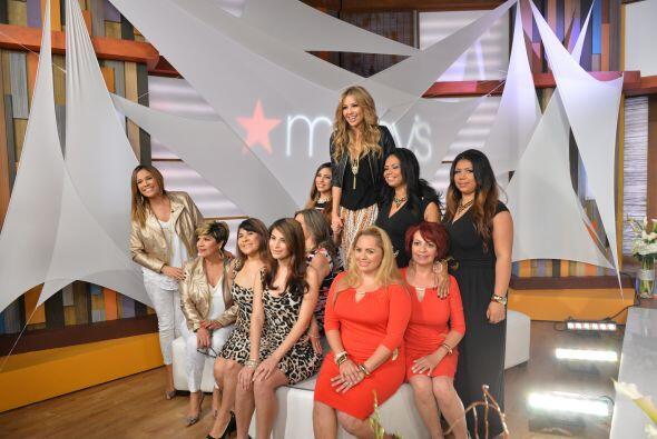 La foto del recuerdo no podía faltar. Thalía sonriente con sus modelos.