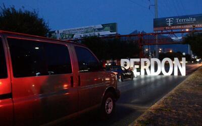 'Los Rojos' cerraron Avenida en Monterrey para video musical.