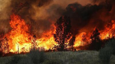 Fuego no da tregua a los bomberos en California