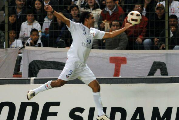 Como si estuviera bailando ballet Paul Ambrossi de Liga de Quito intenta...