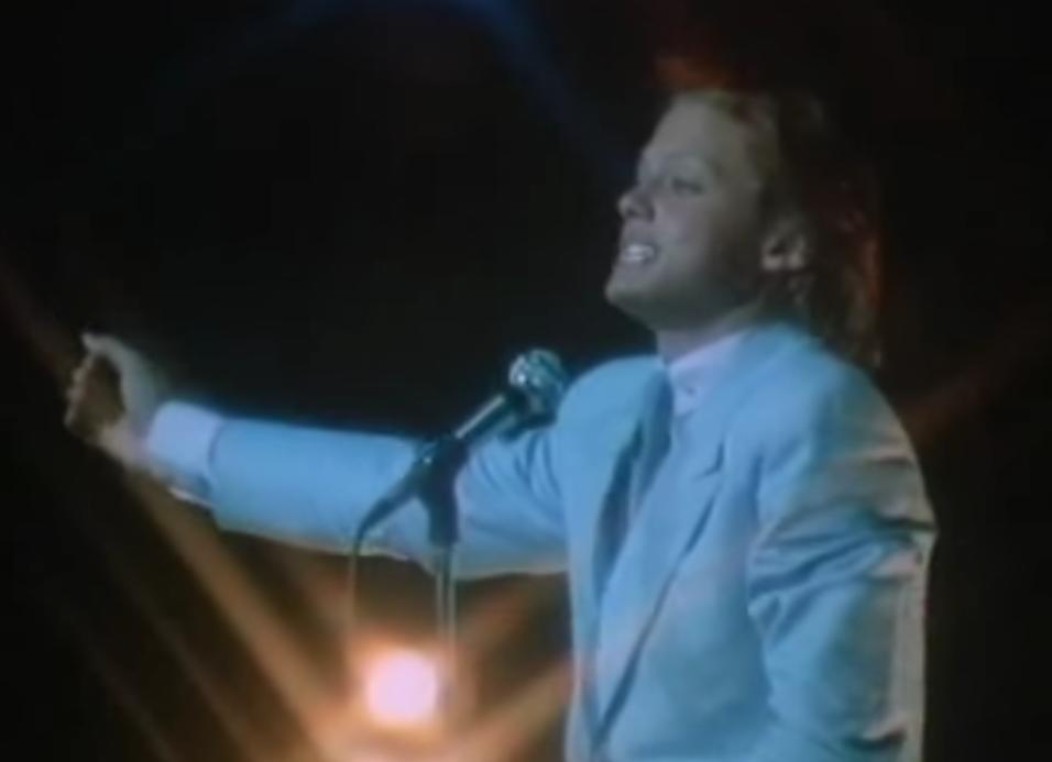 Interprentando 'Este amor', 1985