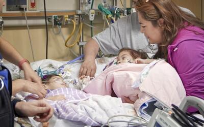 Las siamesas Sandoval se reencuentran por primera vez tras la operación...