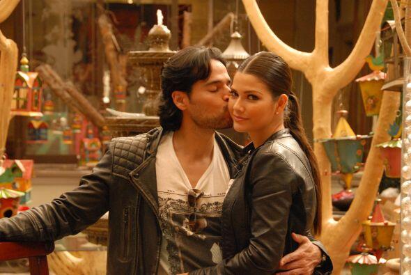 Ana se ve feliz, Luis Carlos es un novio muy consentidor.