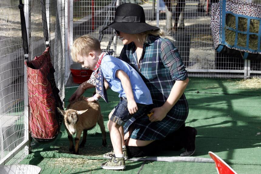 La actriz y cantante disfrutó de un inolvidable paseo en el zoológico co...