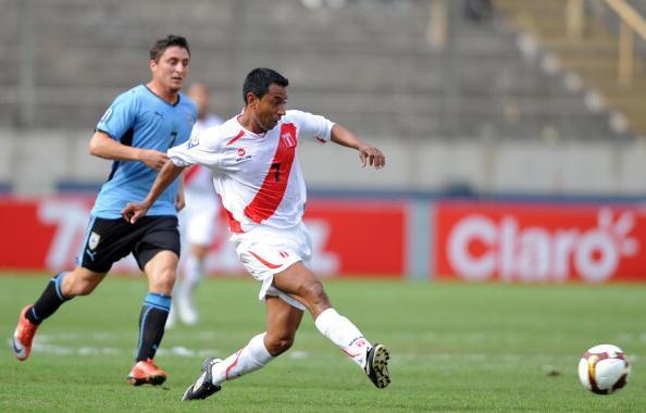 El peruano, figura en Boca Juniors y en el futbol inglés, nunca pudo exp...