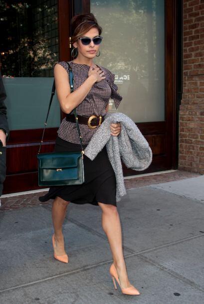 ¡Amamos el estilo de  Eva Mendes! Esta mujer y su estilo para vestir sie...