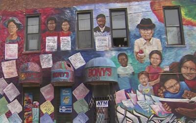 Vea cómo activistas comunitarios intentan que no desaparezcan los murale...
