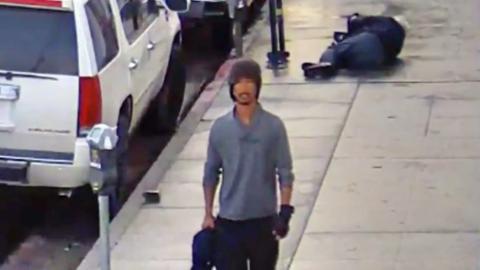 Este hombre es buscado por atacar a un anciano en una calle de Los &Aacu...
