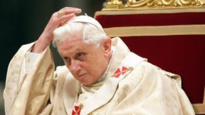 El Papa Benedicto XVI dimitió del trono de San Pedro a partir del 28 de...