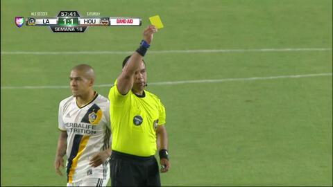 Tarjeta amarilla. El árbitro amonesta a Alberth Elis de Houston Dynamo