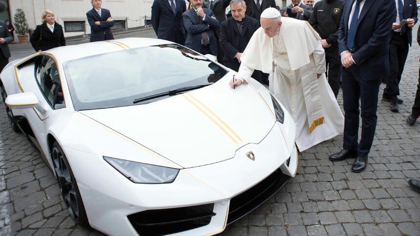 El Papa Francisco y su Lamborghini Huracán