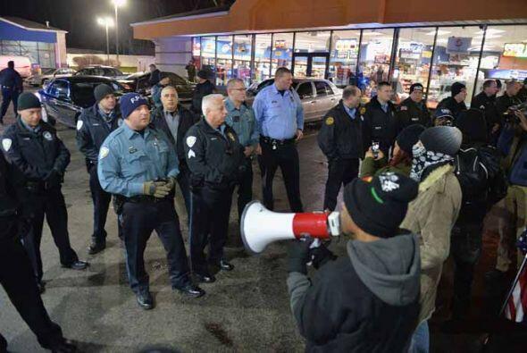 La policía del condado de Saint Louis y de la ciudad de Berkeley están i...