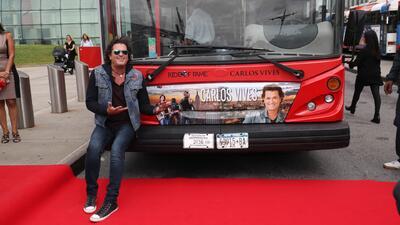 Un autobús de Nueva York transitará con la imagen del famoso cantante colombiano Carlos Vives