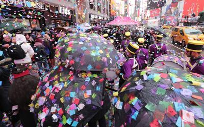 Times Square hizo un ensayo de la lluvia de confeti que se lanzará en fi...