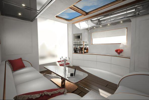 La estancia tiene un techo panorámico que permite mayor entrada de luz....