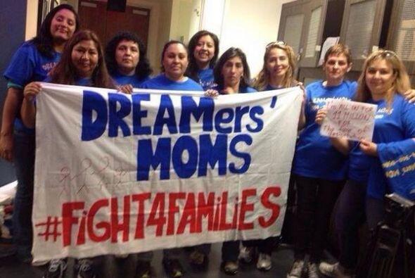 Un grupo de madres de dreamers (soñadores) poco antes de dirigirs...