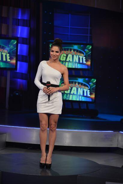 Y junto a él, la hermosa Alejandra Espinosa, que como cada sábado luce e...