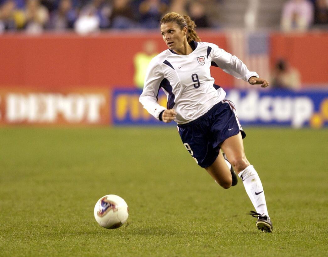 Los 45 años de Mia Hamm, 'la Pelé del fútbol femenino' GettyImages-97876...