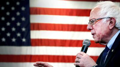 Bernie Sanders (D-VT), habla en un mitin en abril 22, 2016 en Gettysburg...