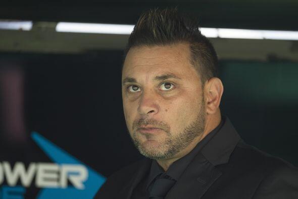 Y si Ferretti presume sus títulos, Antonio Mohamed presume una Copa Suda...
