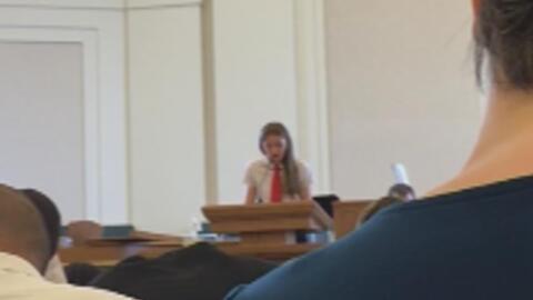 Una niña anuncia que es gay al frente de su iglesia mormona y le apagan...