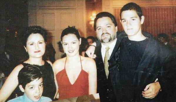 Mite Perroni familia