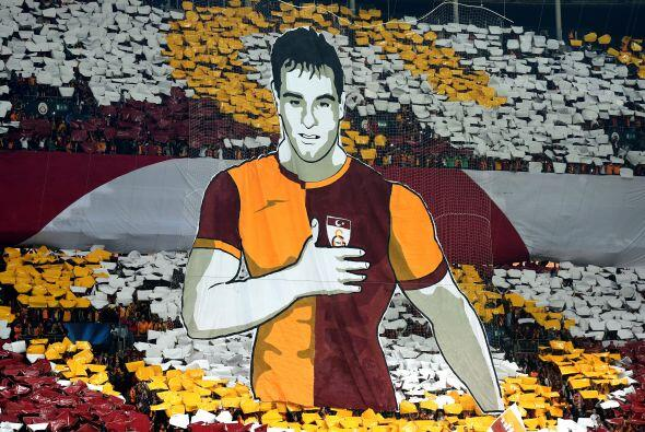 Gran colorido se vivió en el estadio Ali Sami Yen, para el juego...